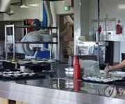 단순노무자 77%·숙박음식점업 근로자 71% 월급 200만원 미달(종합)