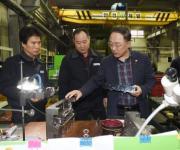설연휴 수출기업 찾은 홍남기