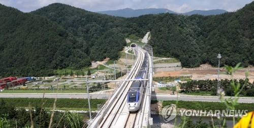 시험 운행하는 KTX 열차 [연합뉴스 자료사진]