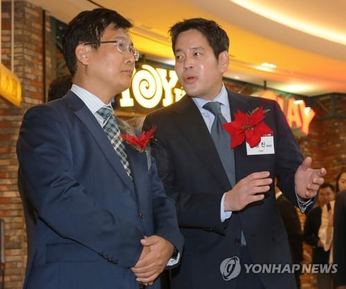 행사 참석한 신세계 정용진 부회장(오른쪽) [연합뉴스 자료사진]
