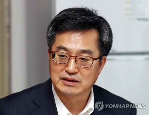 최저임금 인상 대응 모범아파트 방문한 김동연