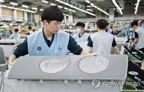 성수기 맞은 삼성전자 무풍에어컨 생산 현장