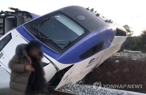 """강릉서 서울행 KTX 열차 탈선…코레일 """"인명피해 없어"""