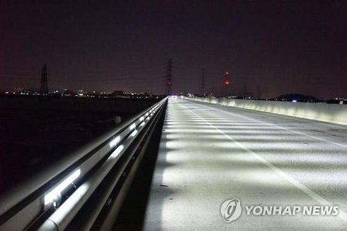 LED 조명을 활용한 빛공해 최소화 사례(평택-시흥간 고속도로)