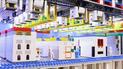 장난감 레고 블록으로 만든 삼성전자 반도체 라인