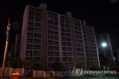 정전사고…암흑으로 변한 아파트