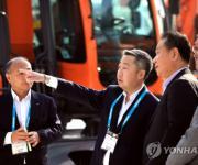 중국 찾은 박정원 두산 회장…