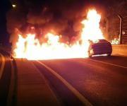 고속도로서 BMW 화재…지나가던 보험사직원이 운전자 대피시켜